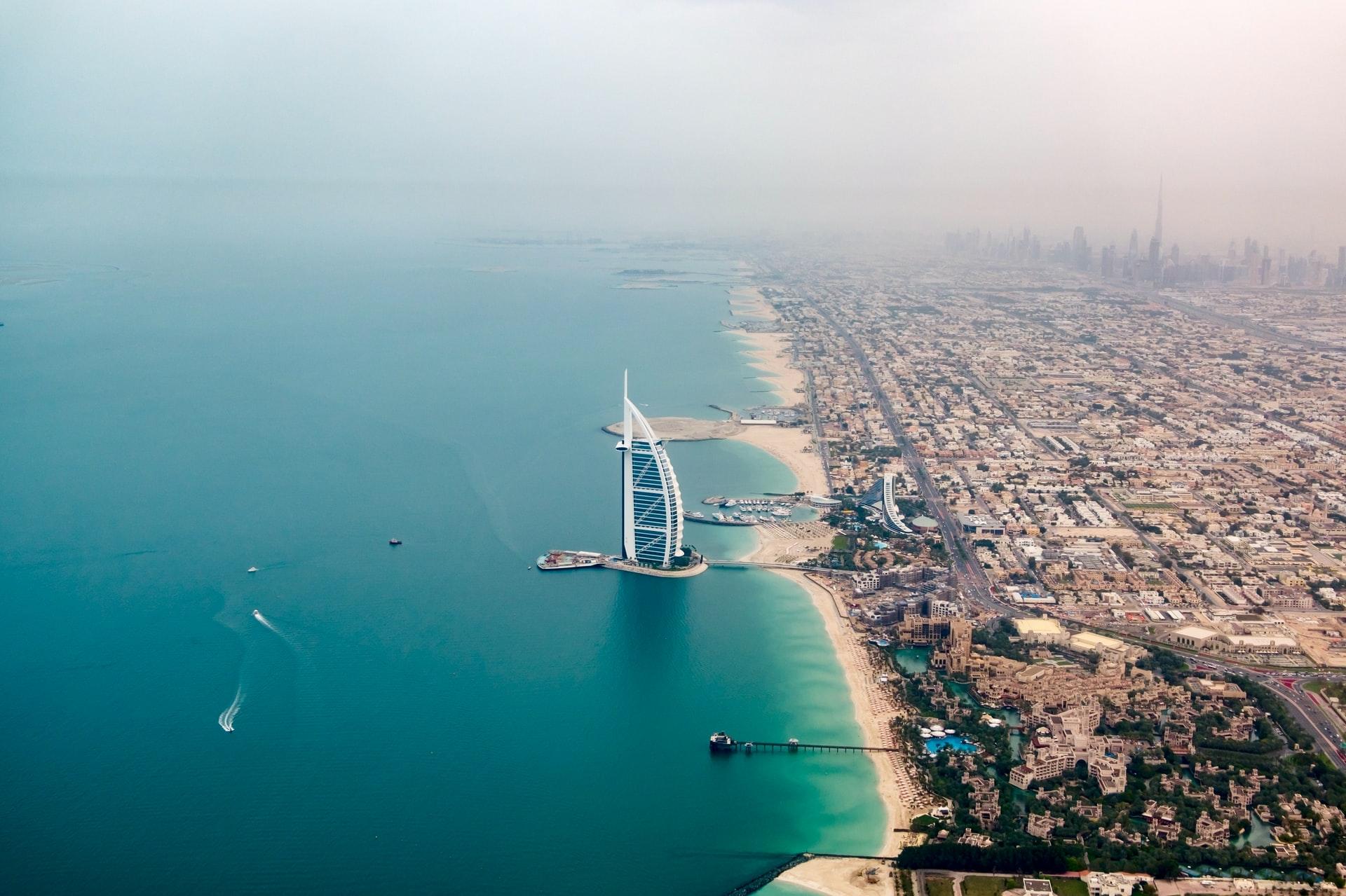 Dubaj – kraj perspektyw i gorących kurortów