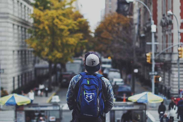 Alternatywy dla plecaka – co dla mężczyzny?