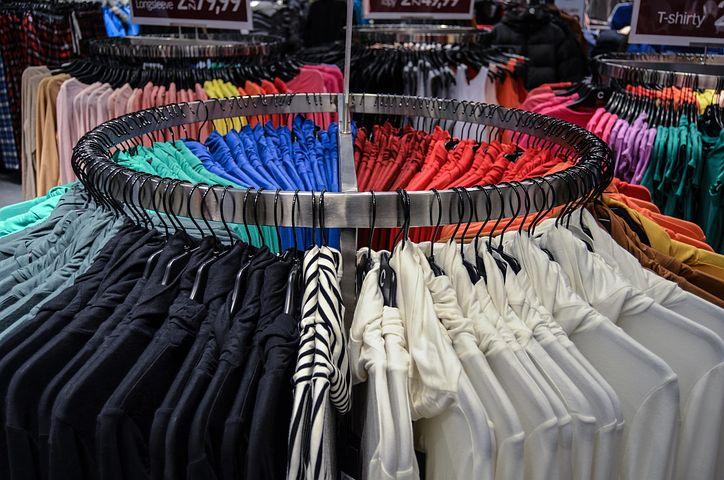 Z czego wynika popularność nadruków firmowych na odzież?